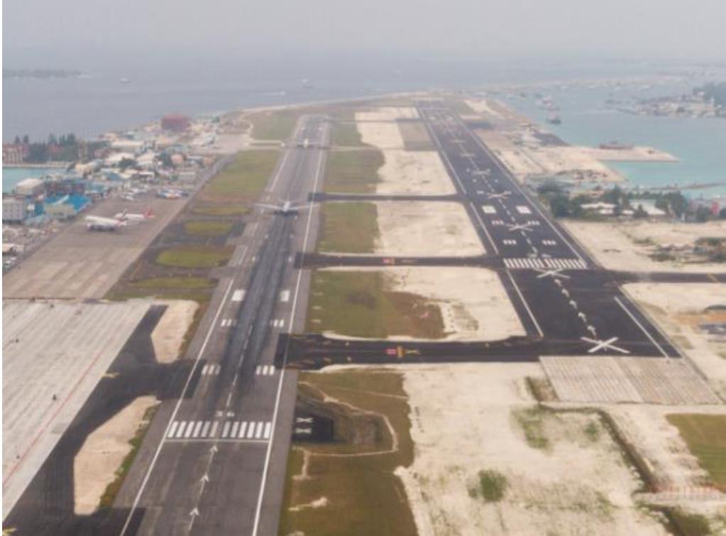 Male runway 18 approach
